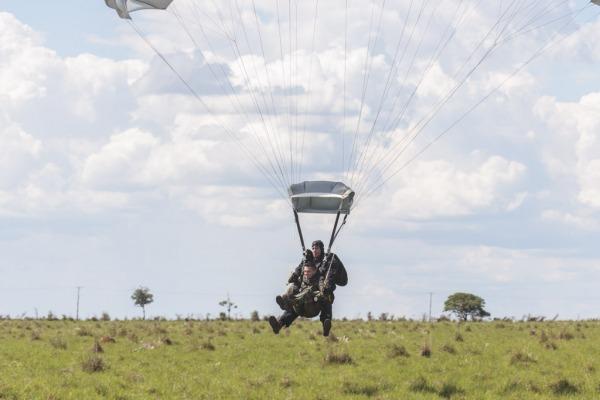 O tandem é usado para levar médico, por exemplo, à área de resgate  Agência Força Aérea/Ten. Enilton