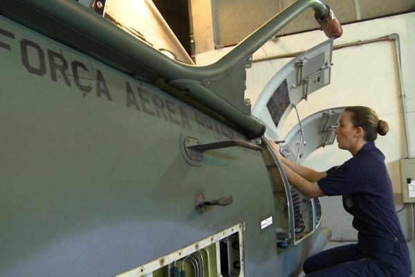 No primeiro vídeo da série, conheça a história da Sargento Fernanda  Agência Força Aérea