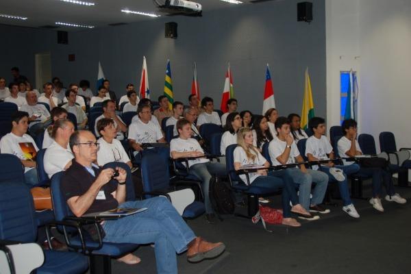 Auditório no primeiro dia de Jornada Espacial  Sargento Hugo/CLBI