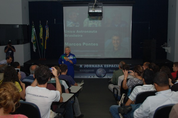 Os alunos conheceram detalhes e curiosidades sobre o trabalho do astronauta  CLBI