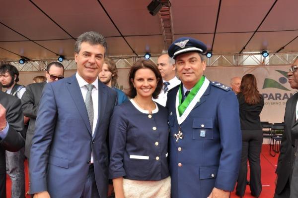 Coronel Luiz Ricardo e a sua esposa com o Governad  2S R/1 Raksa