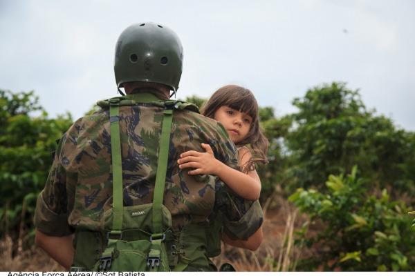 Equipe da FAB resgata quatro pessoas da mesma família no Espírito Santo  Sargento Batista/Agência Força Aérea