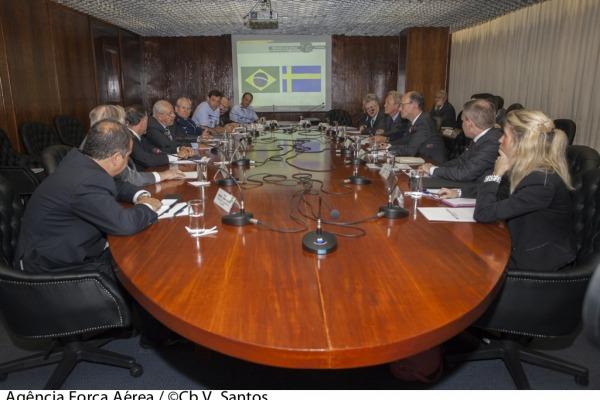 Representantes do Brasil e Suécia discutiu aspectos técnicos  Agência Força Aérea/Cb V.Santos