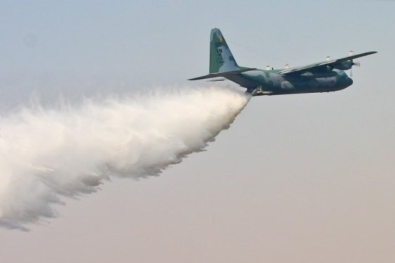 O C-130 já atuou no combate a incêndios florestais em outros países, como o Equa  Agência Força Aérea/Sgt Batista
