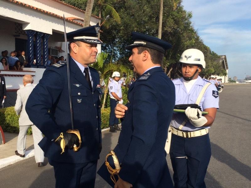 Coronel Paulo passa o Distintivo da BAFZ  BAFZ