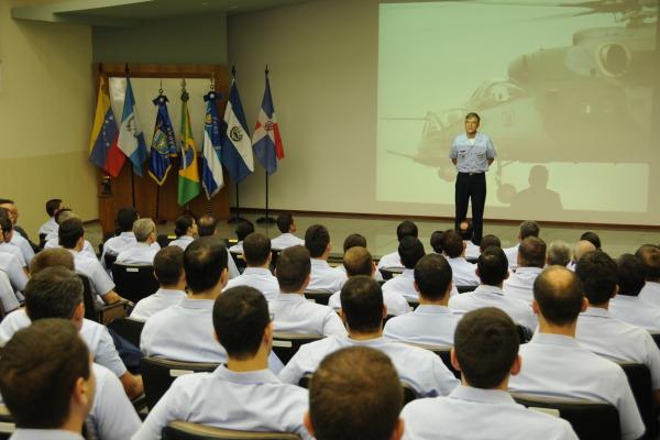 Apresentação do Comandante da UNIFA  Sgt Pontes