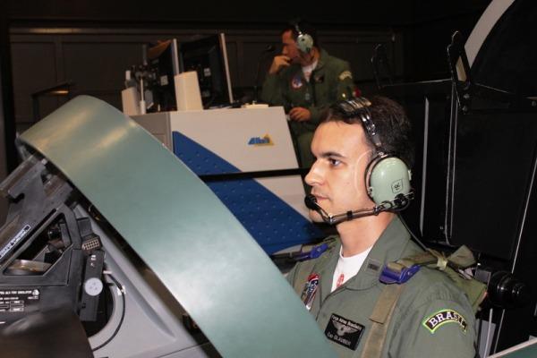 Fumaça treina em Simulador de Voo do A-29  BACG
