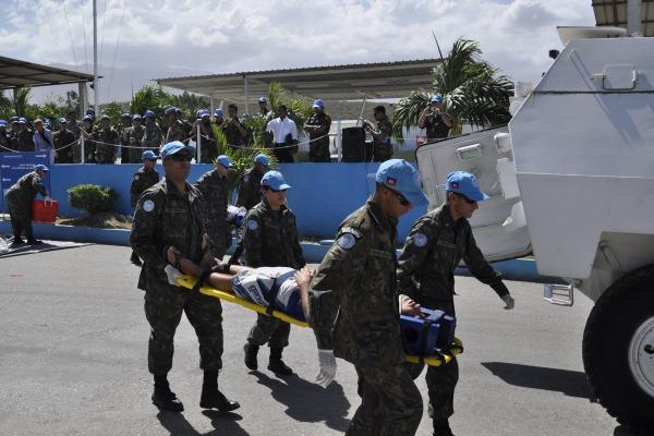 Militares em treinamento no Haiti  Ten Nascimento/BRABAT 19