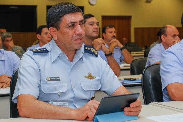 General Mejía das Forças Armadas Equatorianas  Cabo V. Santos/ Agência Força Aérea