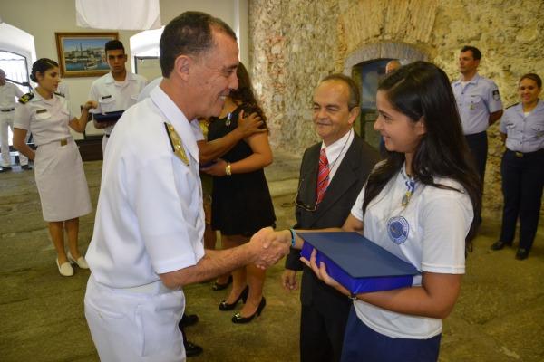 Alunas recebem reconhecimento da Marinha  Com. Soc. Marinha do Brasil