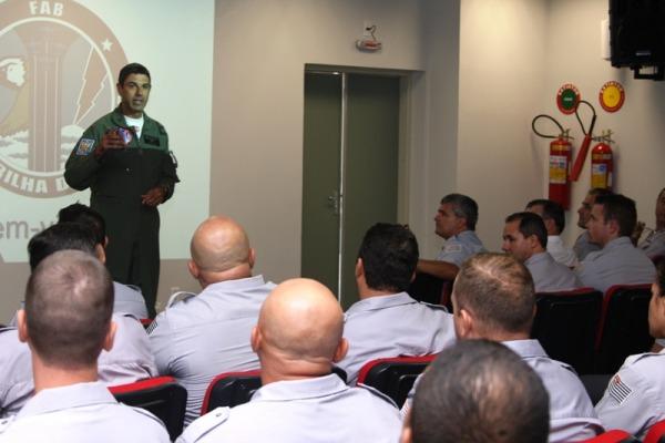 Batalhão da Polícia Militar de Limeira e região conhecem a estrutura e o trabalho da Esquadrilha da Fumaça