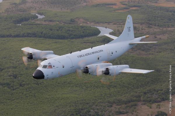 Avião equipado com sensores especiais se une ao SC-105 Amazonas e ao helicóptero H-60 Black Hawk