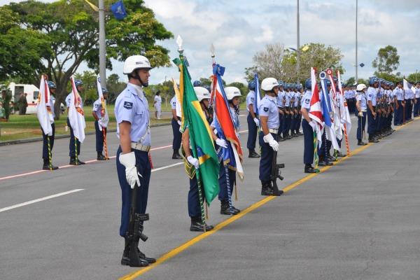 Em todas as unidades foi entregue a Medalha Bartolomeu de Gusmão para civis e militares das três Forças