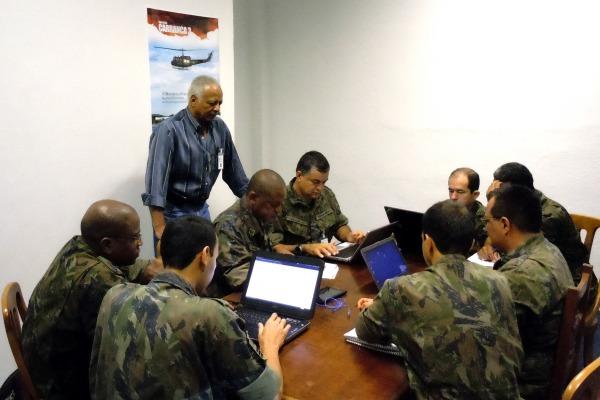 Treino inicial prepara os militares para a segunda fase da operação, quando as equipes trabalham juntas