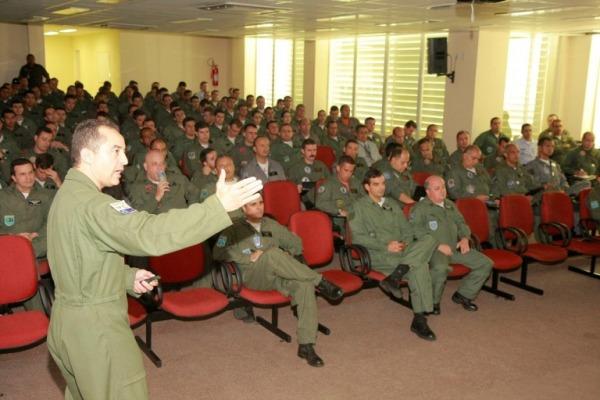Evento destaca o alto nível dos palestrantes  2S Flávio Santos