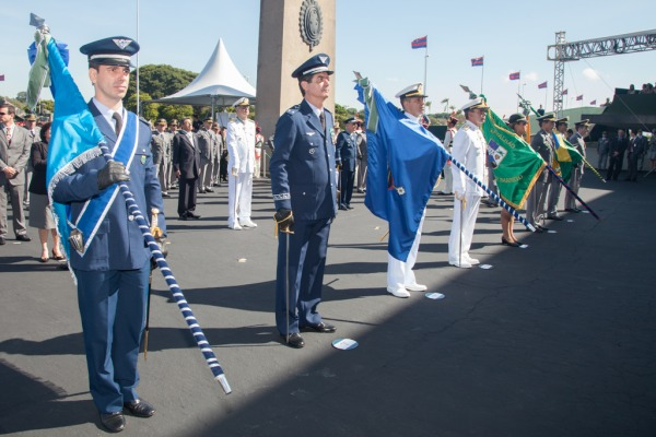 Comando-Geral de Apoio recebe insígnia do Exército  Cabo V. Santos/Agencia Força Aérea