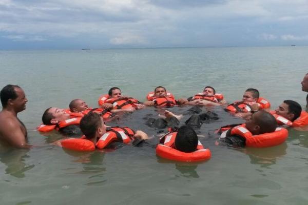 Esquadrão Orungan realiza estágio de sobrevivência no mar  1º/7º GAV