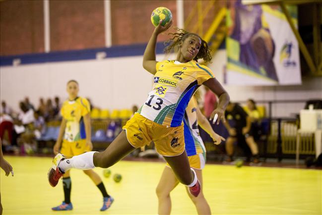 Sargento Tamires Morena defendendo a Seleção Brasileira  Acervo do Atleta