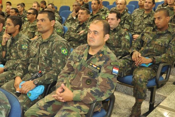 O grupo é composto por 888 militares do Exército, 244 da Marinha, 34 da Força Aérea, além de militares do Paraguai, do Canadá e da Bolívia