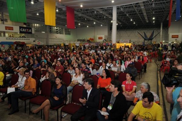 O evento reúne voluntários para ajudar 480 alunos da APAE