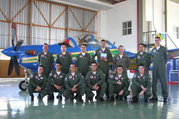 Equipe de alunos e docentes do curso  Ten Cocate