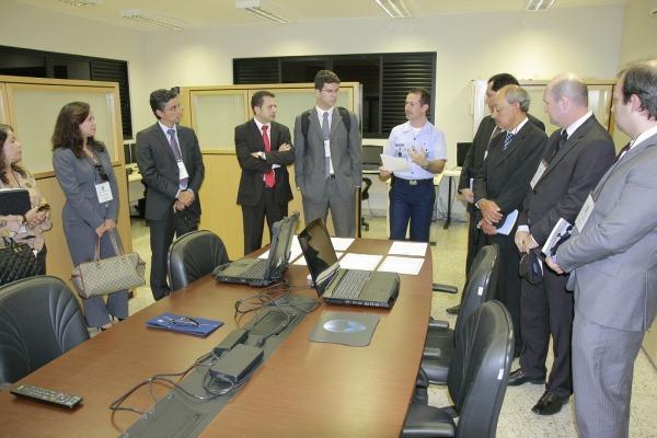 A visita visa aproximar a FAB do poder Judiciário. Desde 2011, cerca de 250 magistrados em cursos de formação conheceram o trabalho do Cenipa e do CINDACTA I