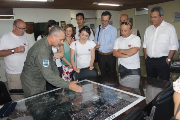Cel Monteiro apresentando a BANt em foto aérea  BANT/S2 Canário