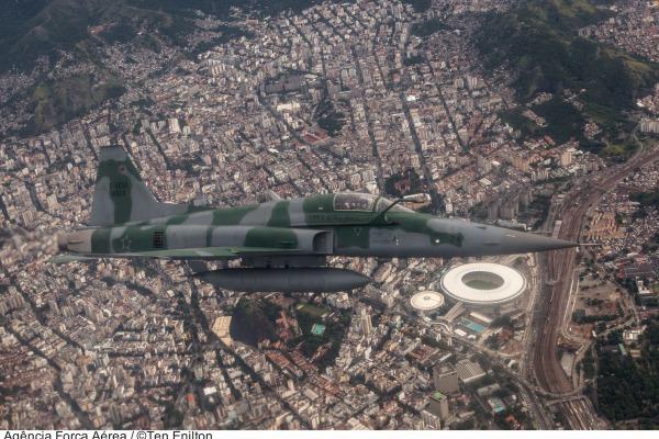 A publicação apresenta matérias que vão desde temas como alterações do espaço aéreo até o projeto KC-390