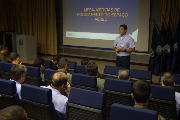 As medidas adotadas pela FAB têm o objetivo de garantir a segurança do público e do espaço aéreo brasileiro
