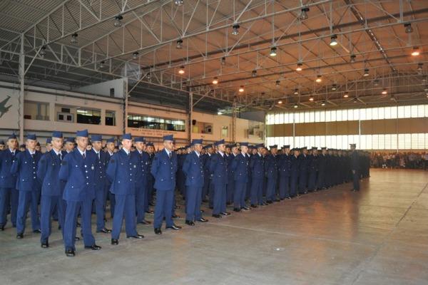 Depois de um treinamento de três meses, os novos soldados agora prestarão serviços de segurança e defesa nas organizações da Aeronáutica