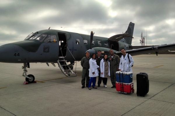 Tripulação e equipe médica ao término da missão.  2º Ten Av Eric