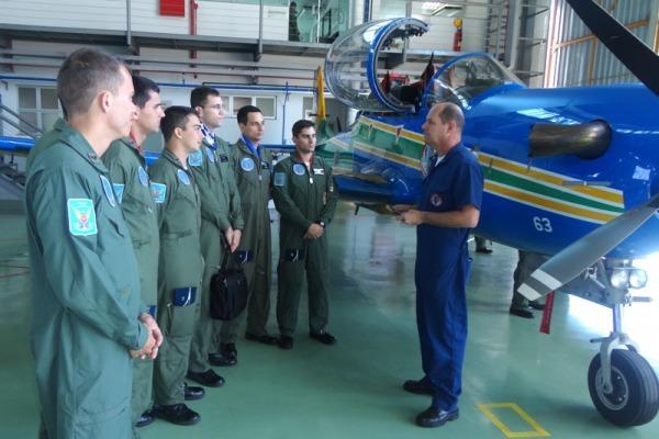 114 cadetes conhecem o cotidiano de uma unidade aérea