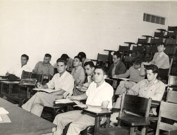 O oficial-general formou-se em 1952  no ITA no curso de Engenharia Aeronáutica  ITA
