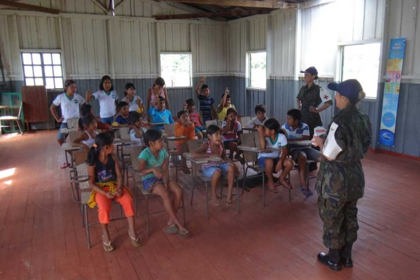 Escola de Especialistas promove atendimento médico e odontológico no Mato Grosso