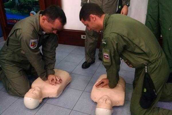 Instrução prática de Reanimação Cardio Pulmonar  Ten Eric/4º ETA