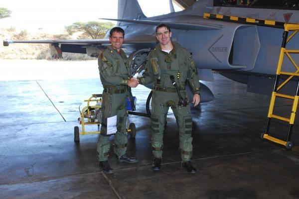Comitiva brasileira avaliou as versões C e D da aeronave, as mesmas que o Brasil poderá receber antes dos novos Gripen NG