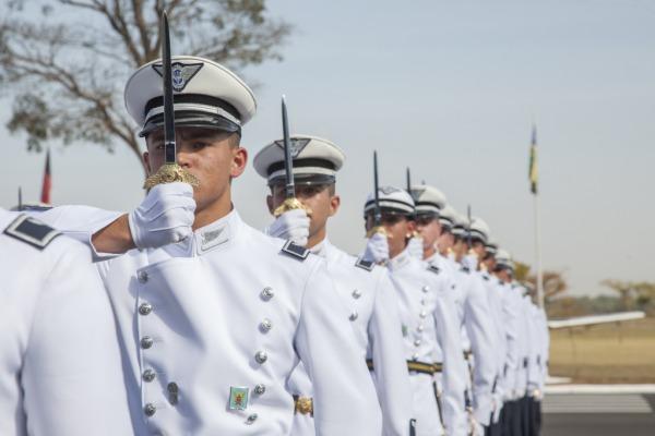Cerimônia, marco na carreira militar dos cadetes, contou com a participação da Esquadrilha da fumaça