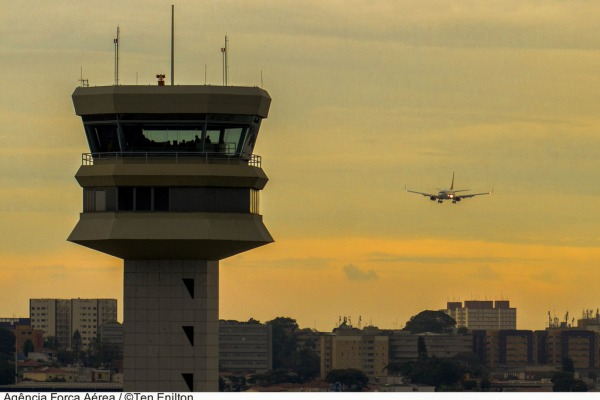 Os aeroportos de São Paulo registraram 1.564 pousos e decolagens de aviões