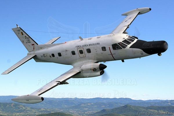 P-95 em voo sobre o litoral  Sgt Paulo Rezende / Agência Força Aérea