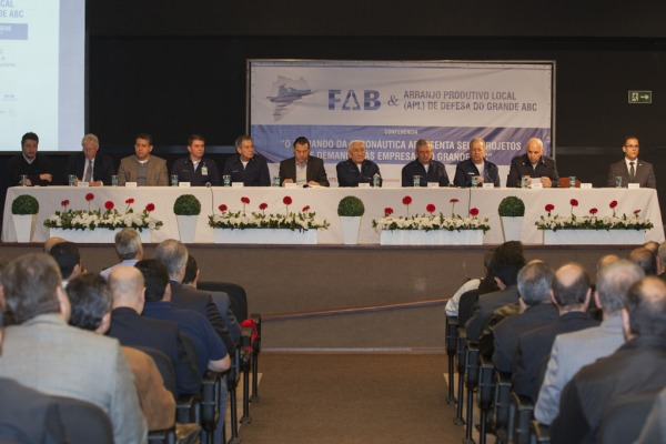 """Cerca de 500 empresários paulistas participaram da Conferência """"O Comando da Aeronáutica apresenta seus projetos e demandas às empresas do Grande ABC"""""""