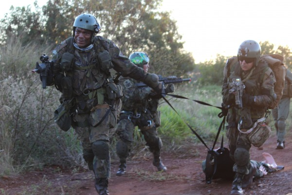 A finalidade foi treinar os militares para recuperação de vítimas isoladas em perigo