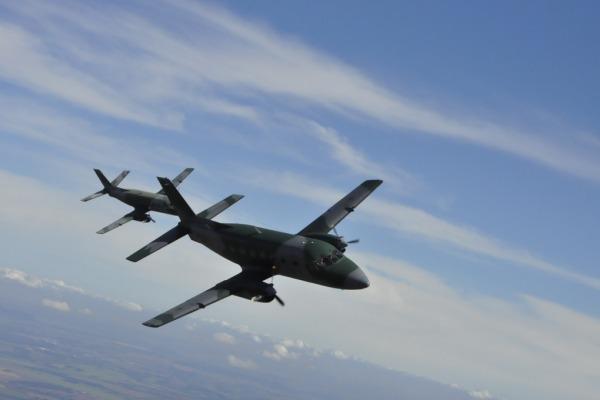 Aviadores treinaram técnicas como navegação à baixa altura em aeronaves C-95BM (Bandeirante Modernizado)