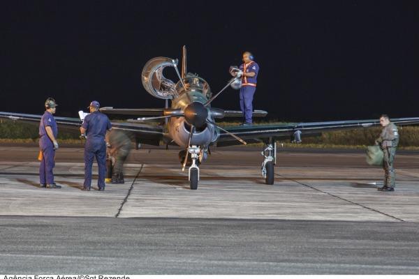 A missão continuou à noite  Sargento Paulo Rezende/ Agência Força Aérea