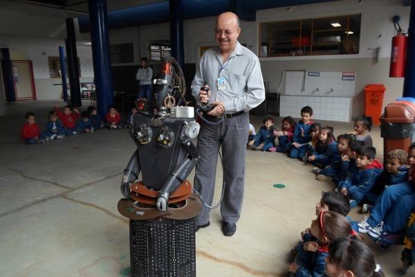 Alunos de escola em campus da Aeronáutica aprenderam a transformar lixo em arte