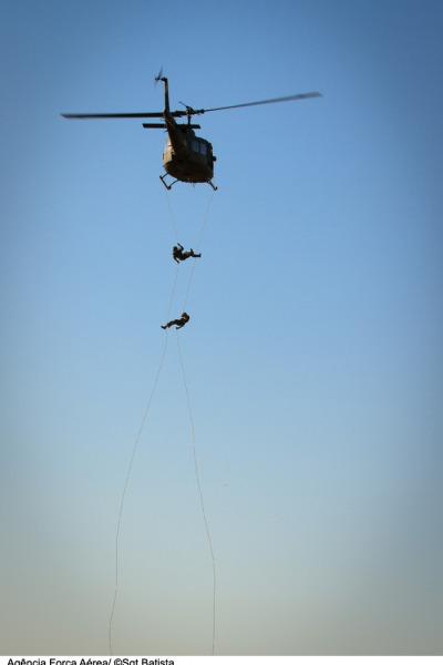 Demosntração de rapel  Sargento Batista/ Agência Força Aérea