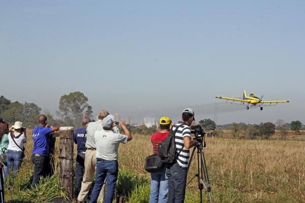 Mostra de equipamentos da aviação agrícola  SERIPA V