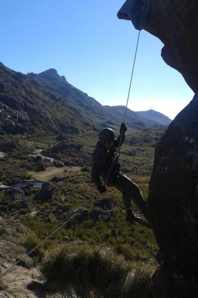Atividades especializadas em montanha são realizadas em Itatiaia, no RJ  PARA-SAR/Ten. Valquir