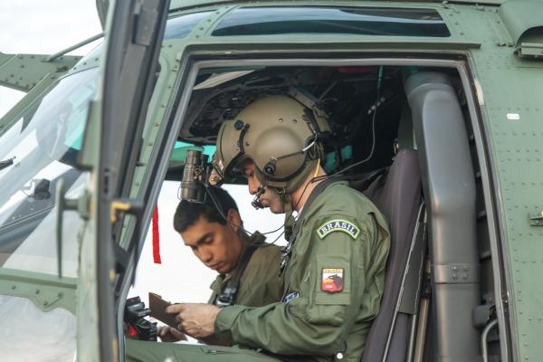 Tripulação se prepara para missão  Sgt Paulo Rezende / Agência Força Aérea