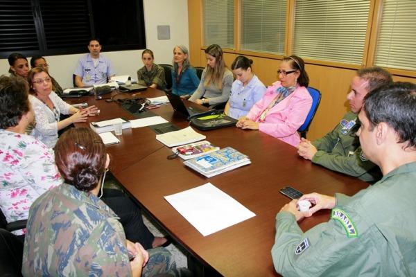 Grupo de psicólogos elabora manual  Sgt Flávio Santos