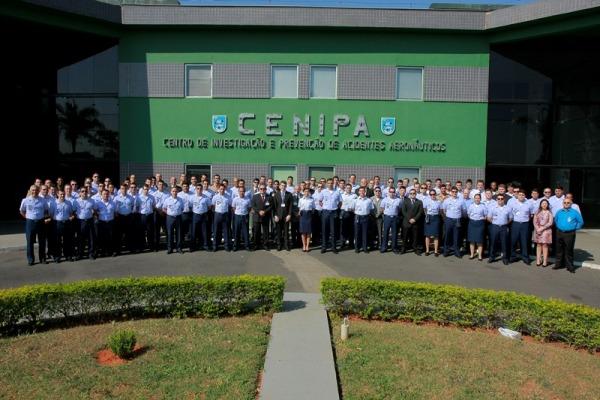 Foto oficial da turma de 97 novos investigadores  Sgt Flávio Santos